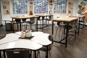 Flexible seating in classroom makeover from The SuperHERO Teacher. Extreme Makeover Classroom Edition adds flexible seating from Hertz Furniture. . #extrememakeoverclassroomedition #classroommakeover #transformyourclassroom #thesuperHEROteacher #flexibleseating